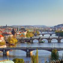 Vista di Praga e dei ponti