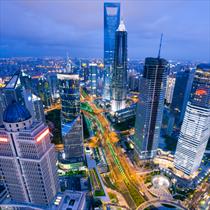 Grattacieli illuminati a Shanghai
