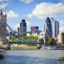 Vista su Londra dalla riva del Tamigi