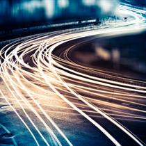 Scie di luce nel traffico