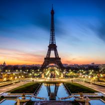Vista Tour Eiffel di notte