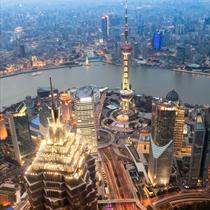 Shanghai dall'alto la sera