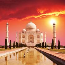 Il Taj Mahal all'alba
