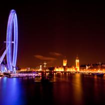 Vista del London Eye e del Big Ben notturna