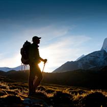 Scalatore nelle montagne dell'Himalaya