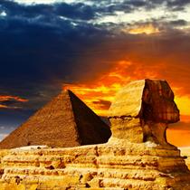 Piramide e sfinge al tramonto