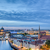 Torre TV di Berlino al crepuscolo