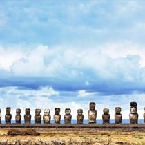 Vista frontale dei Ahu Tongariki