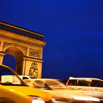 Arco di trionfo e il traffico