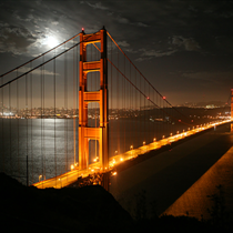 Golden Gate illuminato di notte