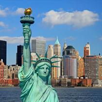 La statua della libertà e lo skyline di New York