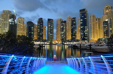 Dubai Marina notturna