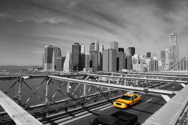Brooklyn Bridge e un taxi