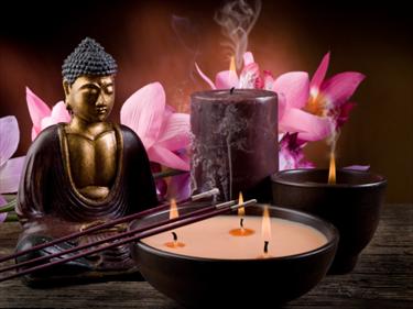 Buddha, candele e incenso