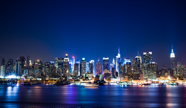 Skyline notturno di Manhattan a New York