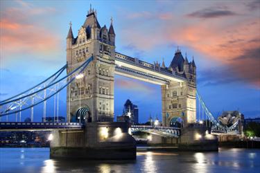 Tower Bridge di sera