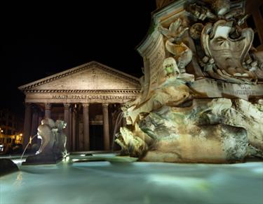 Pantheon di notte