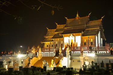 Hor Kham Luang di notte