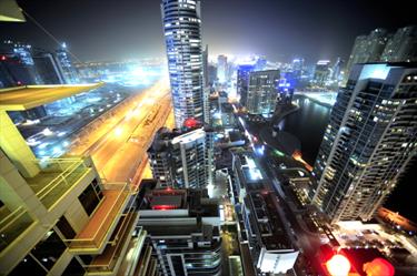 Grattacieli di notte a Dubai